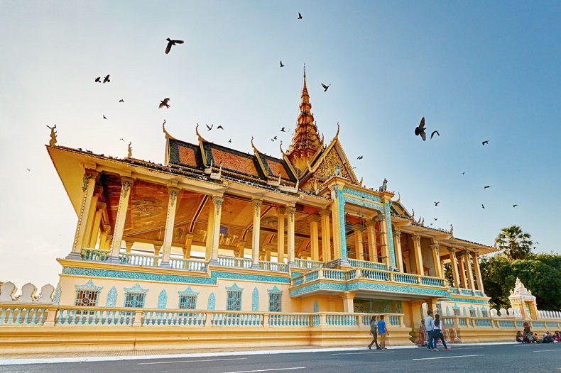Image result for hoàng cung campuchia