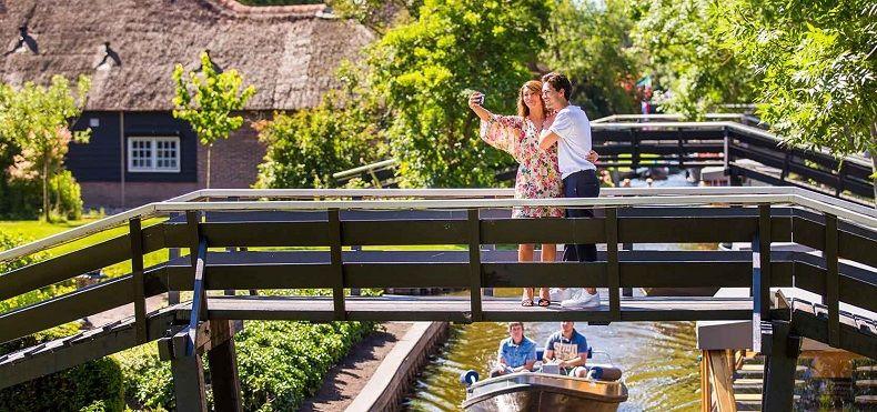 Whispr boat - loại thuyền đặc biệt ở ngôi làng không có lối đi